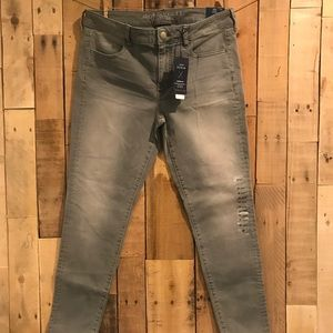 American Eagle Low rise Super Stretch Jeggings NWT